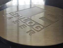 Baixo-Relevo-Gravacao-Marcacao-Metal-Metais-Personalizacao-Personalizar-Aco-Inox-Aluminio-Facas-Ferramentas-Canivetes-Placas-Plaquetas-Mania-de-Metal-005