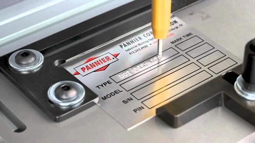 Baixo-Relevo-Gravacao-Marcacao-Metal-Metais-Personalizacao-Personalizar-Aco-Inox-Aluminio-Facas-Ferramentas-Canivetes-Placas-Plaquetas-Mania-de-Metal-007