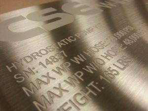 Baixo-Relevo-Gravacao-Marcacao-Metal-Metais-Personalizacao-Personalizar-Aco-Inox-Aluminio-Facas-Ferramentas-Canivetes-Placas-Plaquetas-Mania-de-Metal-009-e1607179741922